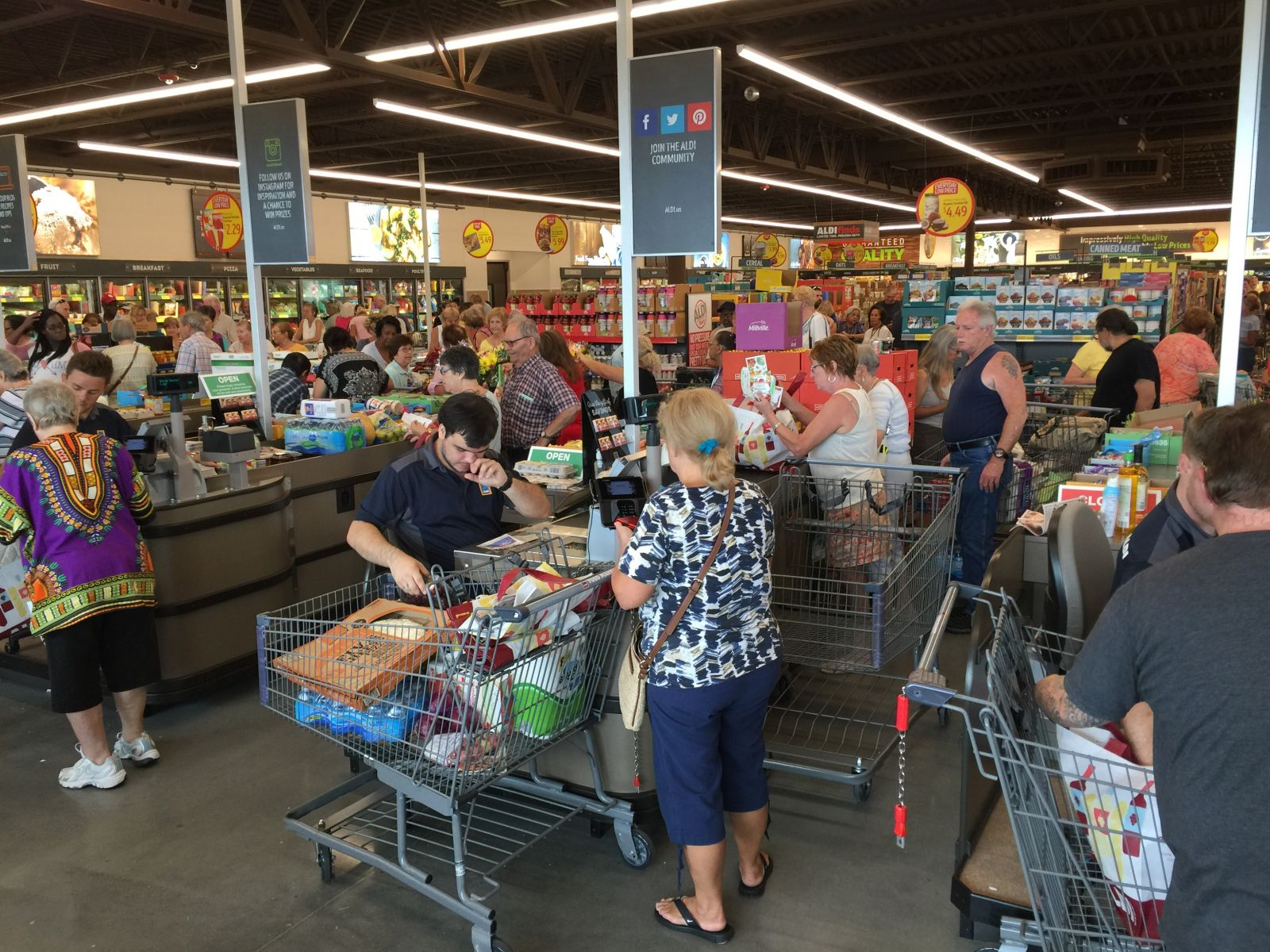 Aldi store in Palm Coast on opening day